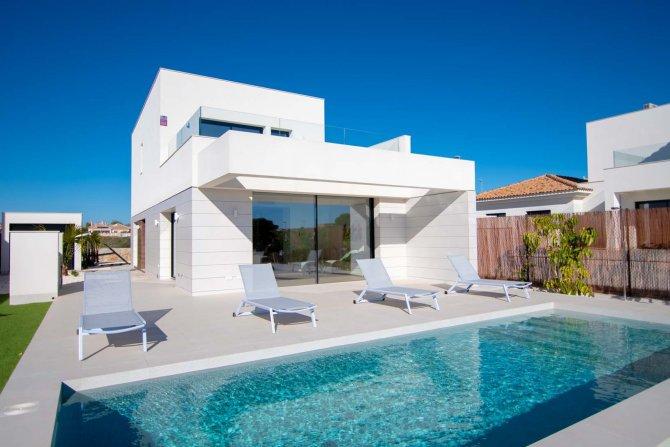 Three Bedroom Luxury Villa in Herrada